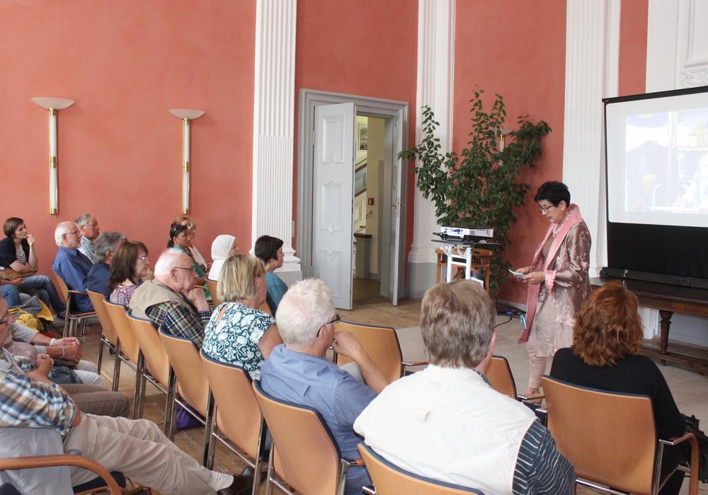 Am Sonntagnachmittag lud die Gleichstellungsbeauftragte der Samtgemeinde Sickte, Margit Richert, zu einem syrischen Nachmittag in das Herrenhaus ein. Fotos: Anke Donner