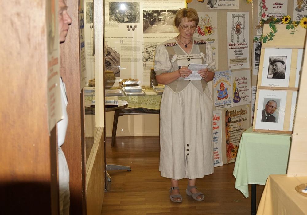 Bei der Eröffnung gab Dorothee Schacht zuerst einen Überblick über die 50 Jahre des Heimathauses. Fotos: Heimathaus