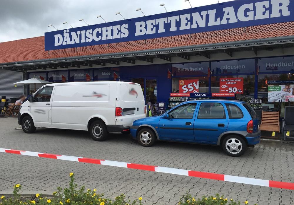 Am 25. Juni, gegen 15.30 Uhr, kam es im Cremlinger Gewerbegebiet Im Moorbusch zu einem brutalen Überfall auf einen Geldtransporter, vor dem Dänischen Bettenlager. Foto: aktuell24(BM)
