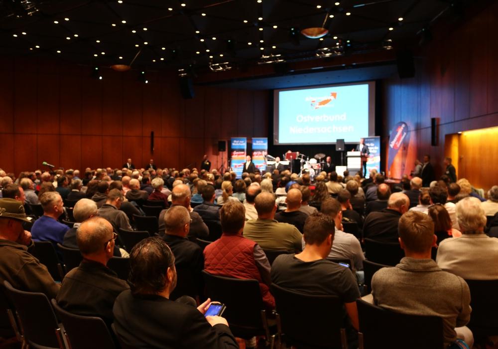 Rund 300 Besucher kamen zur AfD Wahlkampfveranstaltung in die Braunschweiger Stadthalle. Foto: Werner Heise
