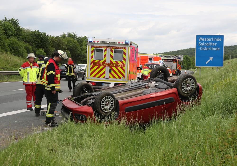 Das Auto landete auf dem Dach. Foto: Rudolf Karliczek