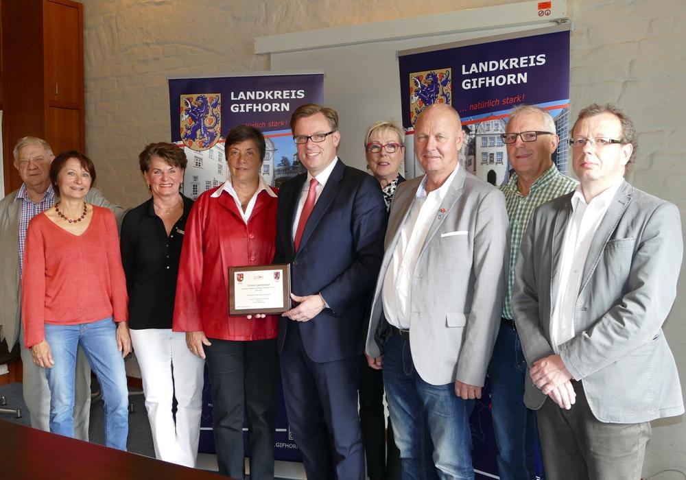 Landrat Dr. Andreas Ebel gemeinsam mit den Teilnehmerinnen und Teilnehmern der Reise nach Zlotow. Foto: Landkreis Gifhorn