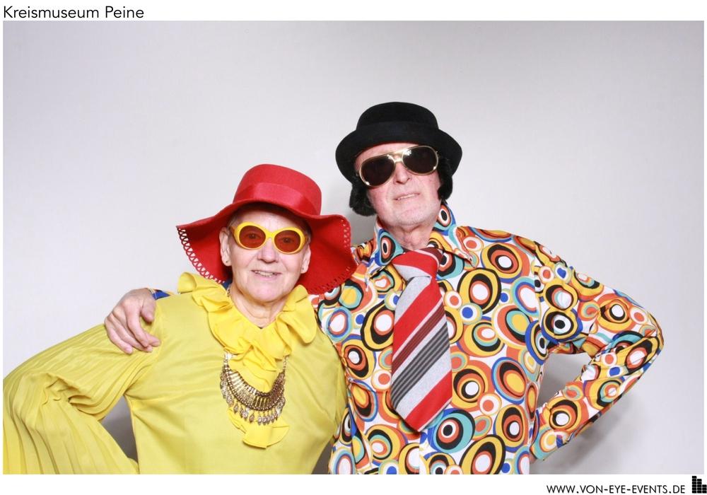 Ehepaar Gisela und Karl-Heinz Janecke aus Vöhrum gewann den Selfie-Wettbewerb und bekommt zwei Karten für Veranstaltungen des Kulturringes. Fotos: Kreismuseum