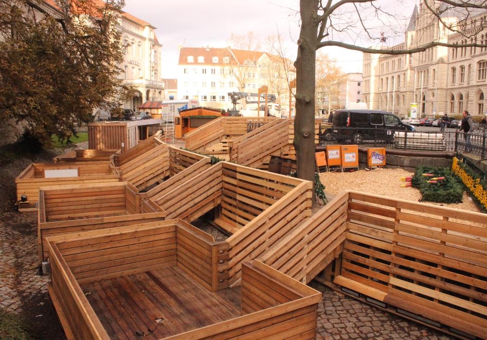 Der Aufbau des Weihnachtsmarkts läuft derzeit noch. Während der Weihnachtsmarkt-Zeit werden dann einige Führungen angeboten. Foto: Anke Donner
