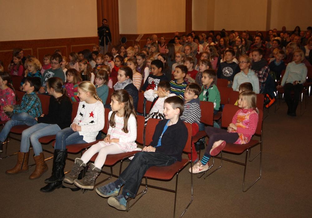 ut gelaunt erwarten die Kinder den Auftritt von Pippi Langstrumpf. Foto: Wobau