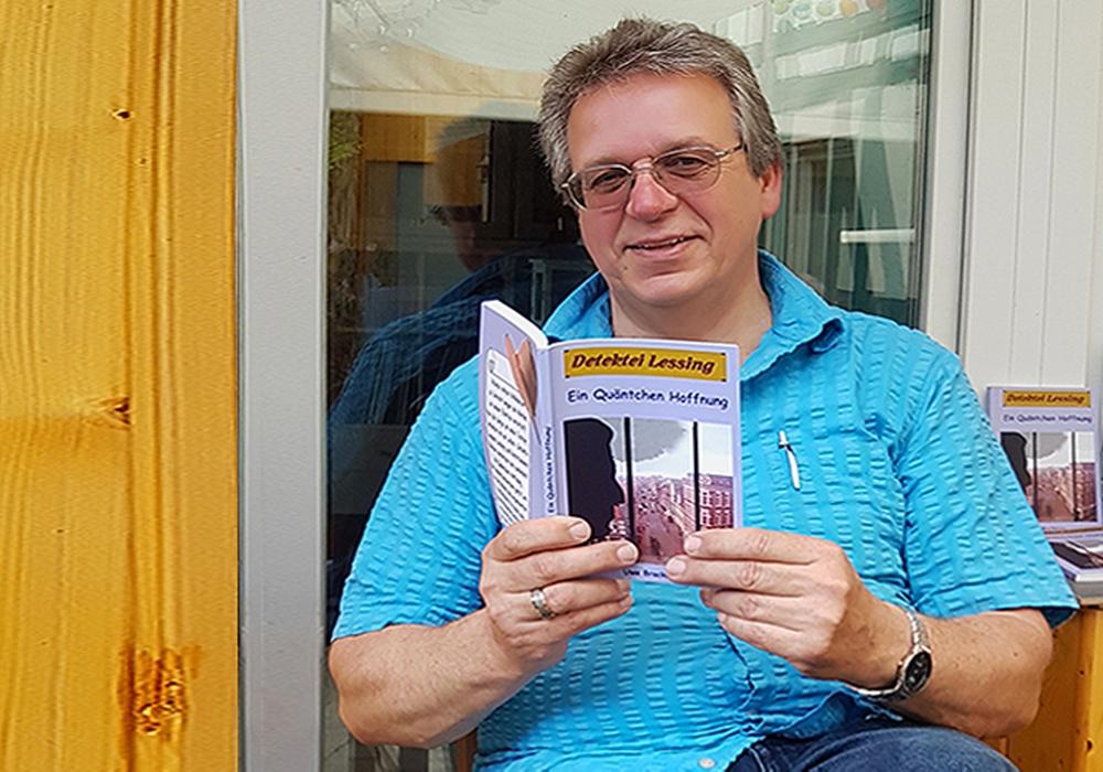 """Uwe Brackmann liest aus seinem neuen Roman """"Schicksalhafte Visionen"""". Foto: privat"""