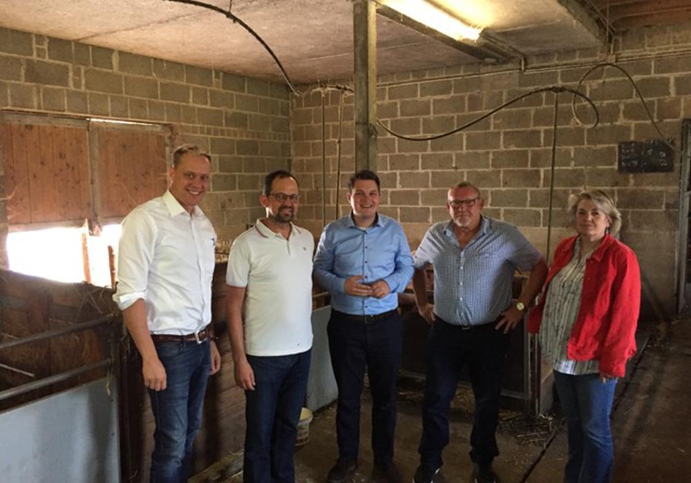 """Bei dem Besuch des Bauernhofes """"Der Hof"""" konnten sich die Politiker sehen, dass mit einem guten Konzept und tollen Mitarbeitern erfolgreich Landwirtschaft betrieben werden kann. Foto: SPD"""