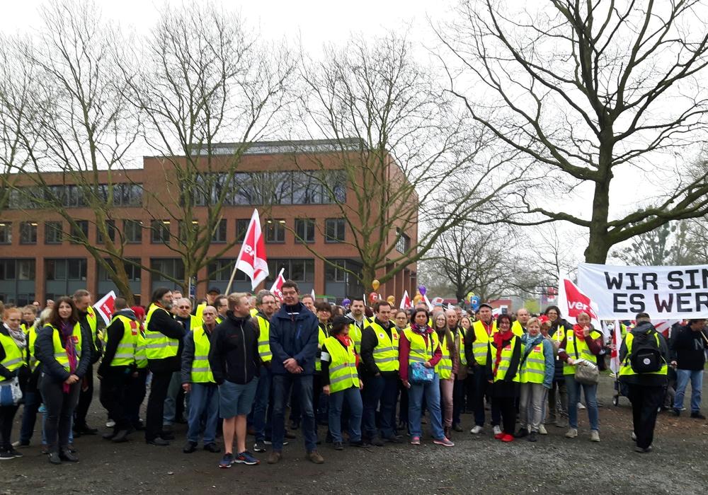 Der heutige ver.di Warnstreik soll den Druck auf die Arbeitgeberseite erhöhen. Foto: Sabine Ohm/ver.di
