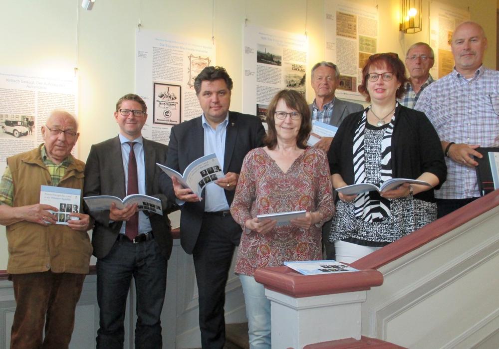 Die CDU/FDP-Samtgemeinderatsgruppe besucht die Weimarausstellung: Dieter Lorenz, Marco Kelb, Uwe Schäfer, Annegrit Helke, Manfred Bormann , Bettina Otte-Kotulla, Konrad  Gramatte und  Karsten  Ansorge. Foto: privat