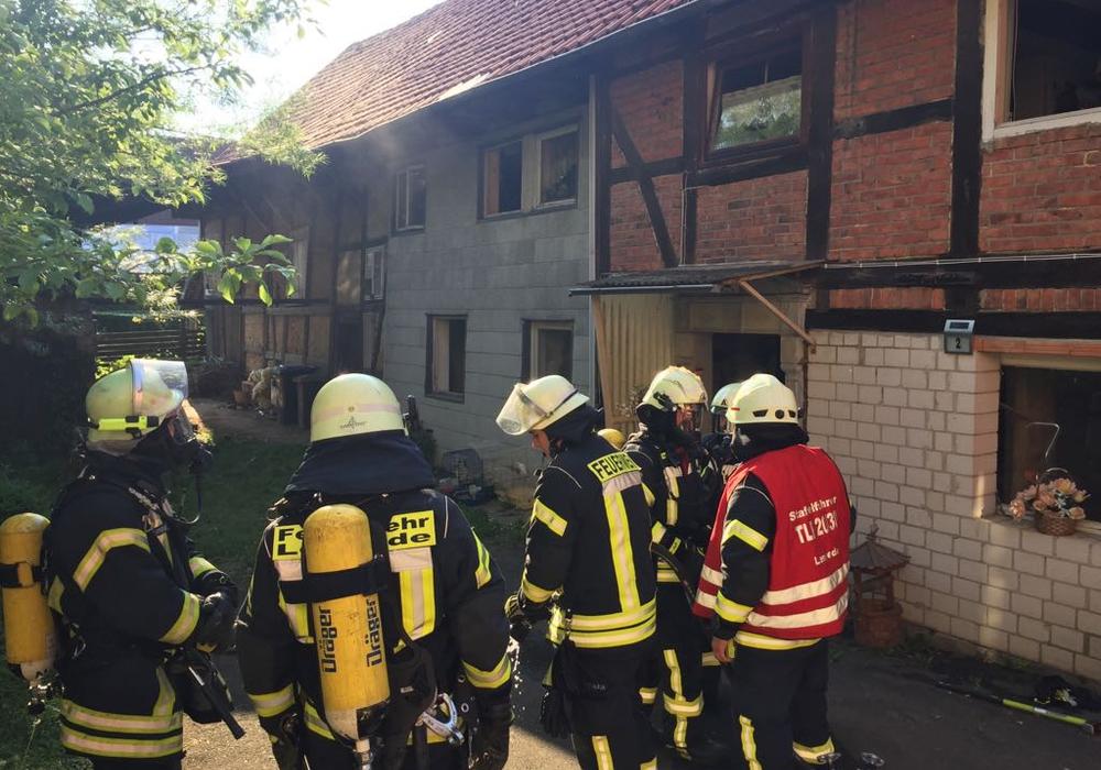 Die Ortsfeuerwehr konnte den Brand schnell unter Kontrolle bringen. Foto/Video: Nino Milizia