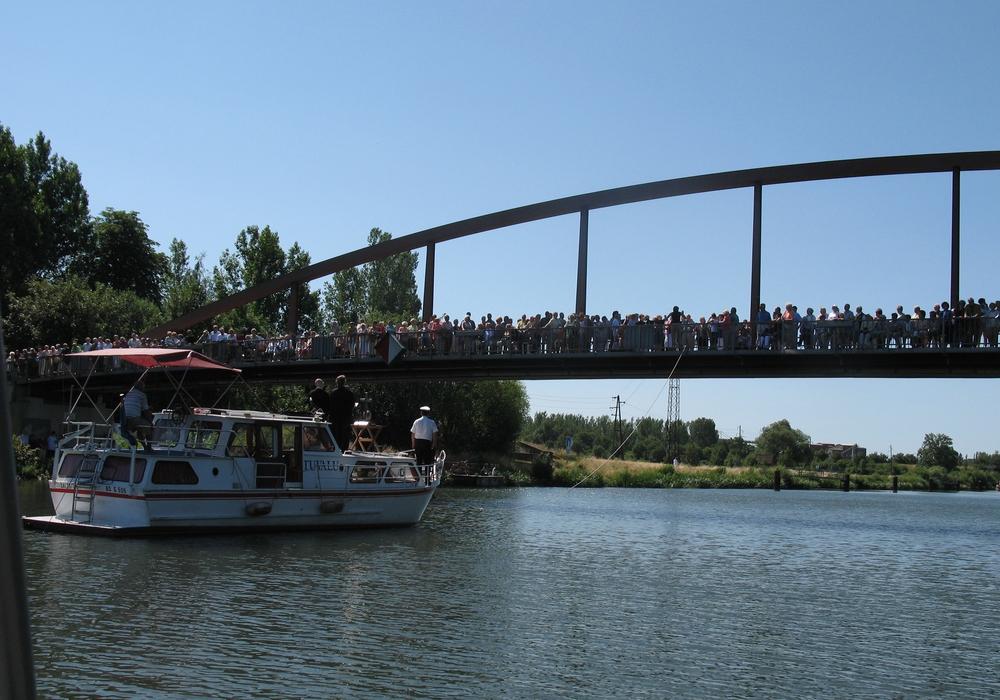 Der erste Brückengottesdienst. Foto: Kirchengemeinde Sauingen.