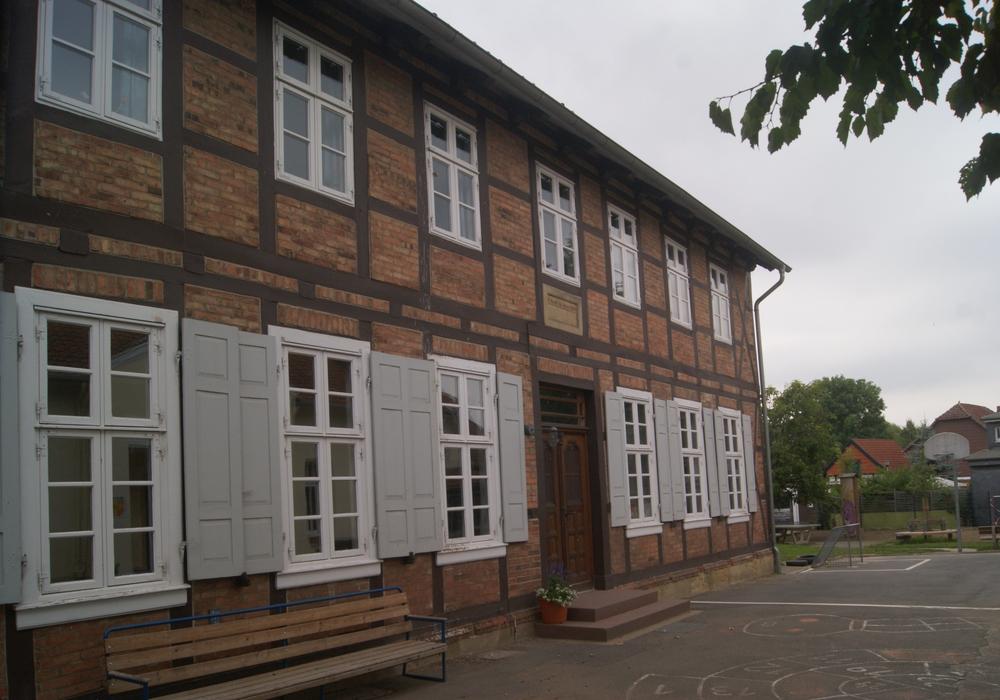 Die Grundschule Halchter muss im Bereich Brandschutz dringend auf den neuesten Stand gebracht werden. Foto: Anke Donner