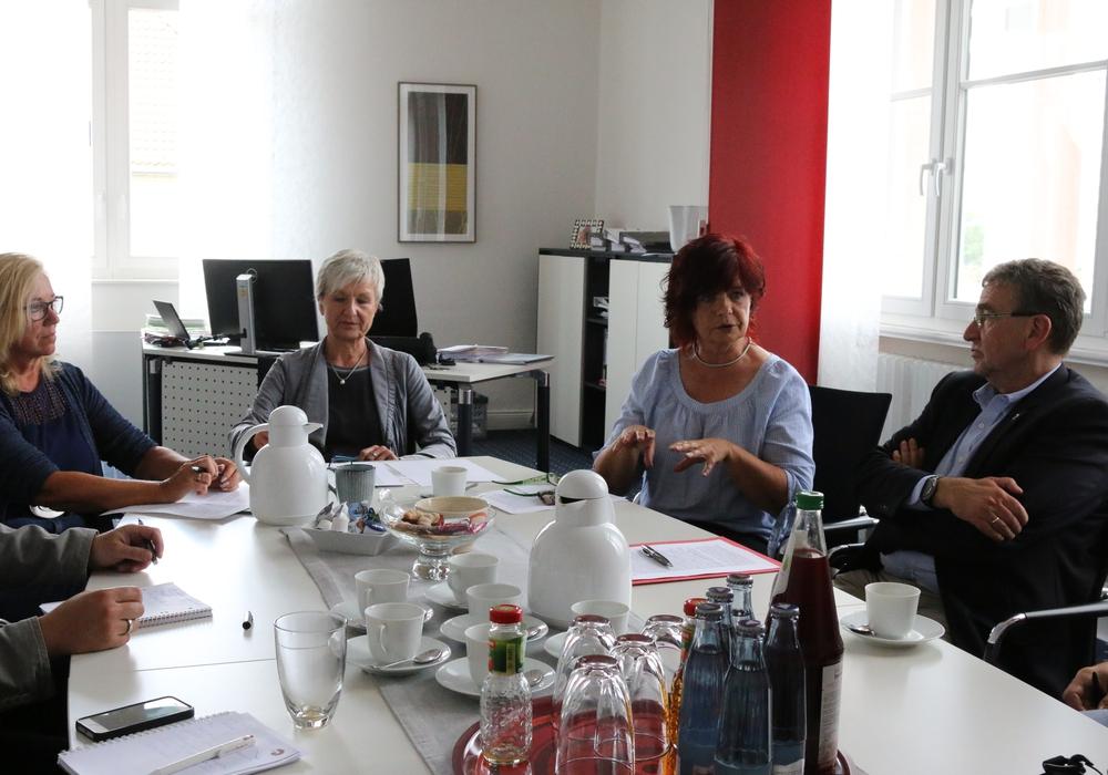 (von links) Petra Eickmann-Riedel (Samtgemeindebürgermeisterin Sickte), Landrätin Christiana Steinbrügge, Regina Bollmeier (Samtgemeindebürgermeisterin Elm-Asse) und  Wolfenbüttels Bürgermeister Thomas Pink luden zu einem Pressegespräch. Foto: Werner Heise