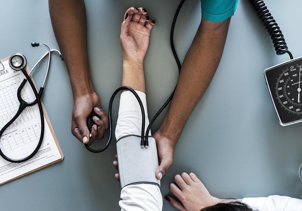Die betroffene Person befindet sich in Behandlung. Auch für die Personen im Umfeld besteht keine große Gefahr, so das Gesundheitsamt. Symbolfoto: Pixabay