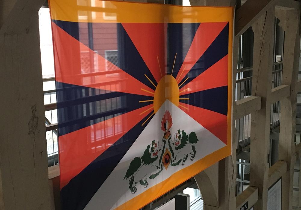 Flagge für Tibet gehisst. Foto: Stadt Wolfenbüttel