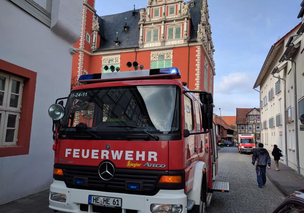 Die Feuerwehr rettete eine Frau und ihren Hund aus einer brennenden Wohnung. Foto: Feuerwehr Helmstedt Alexander Weis