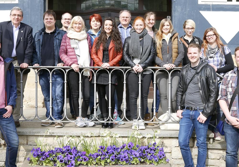 Die angehenden Verwaltungsfachwirte besuchten Bügermeister Thomas Pink. Foto: Stadt Wolfenbüttel/Thorsten Raedlein