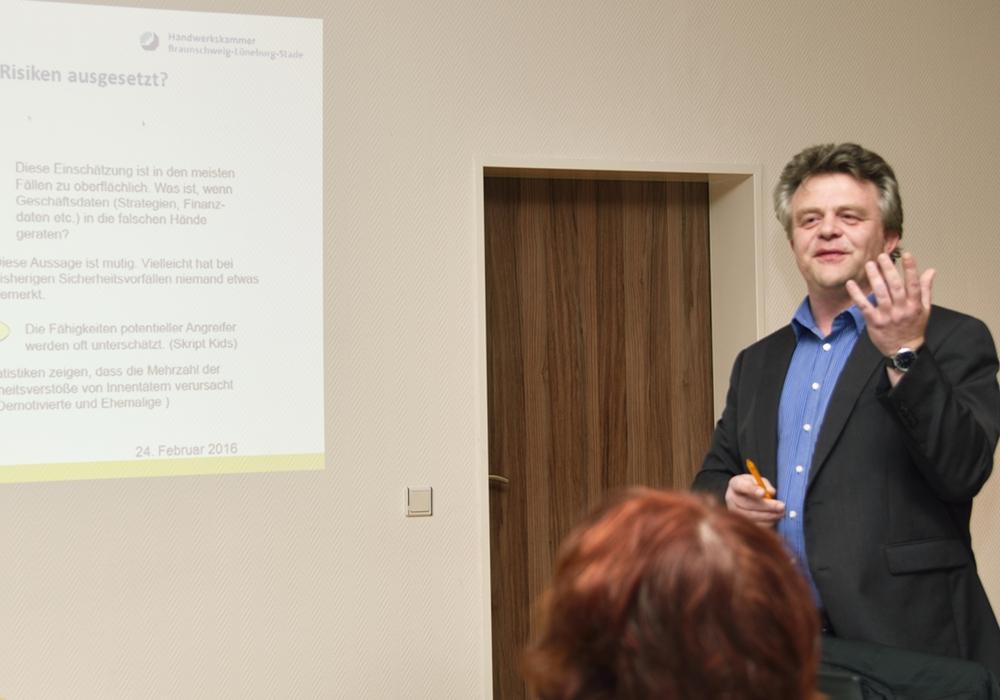 Herr Kaethner hielt einen Vortrag zum Thema IT und dem Schutz von Kundendaten. Foto: Privat