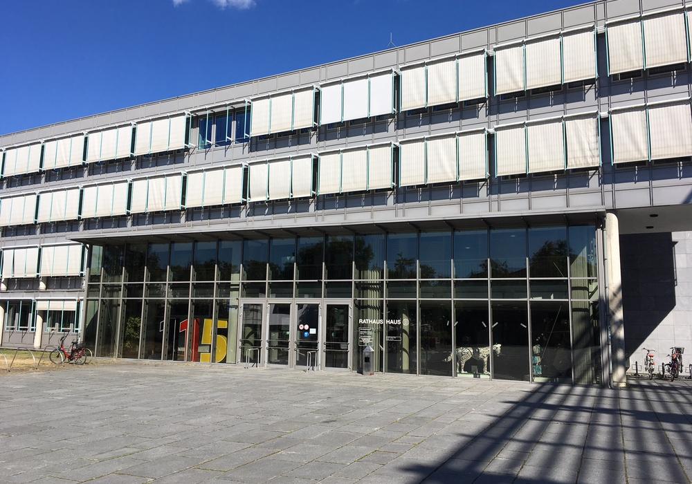 Im Rathaus B liegt der Entwirf aus. Symbolbild.