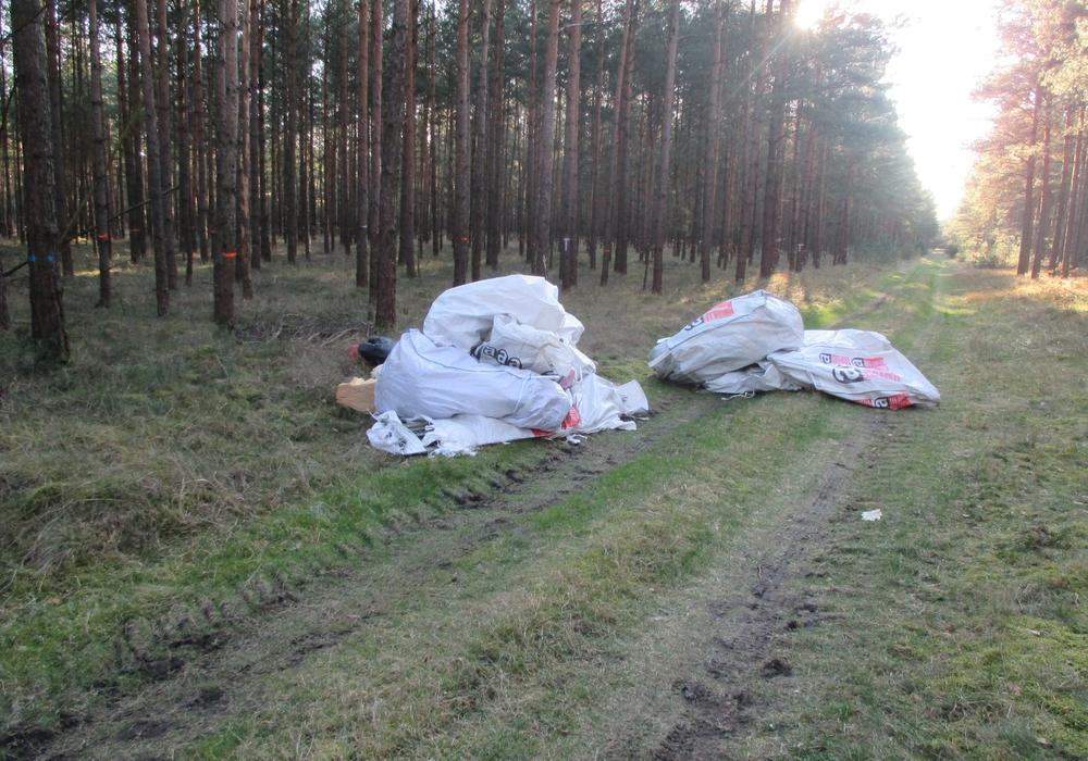 Die Polizei sucht nach Zeugen des Umweltdelikts. Foto: Polizei Gifhorn
