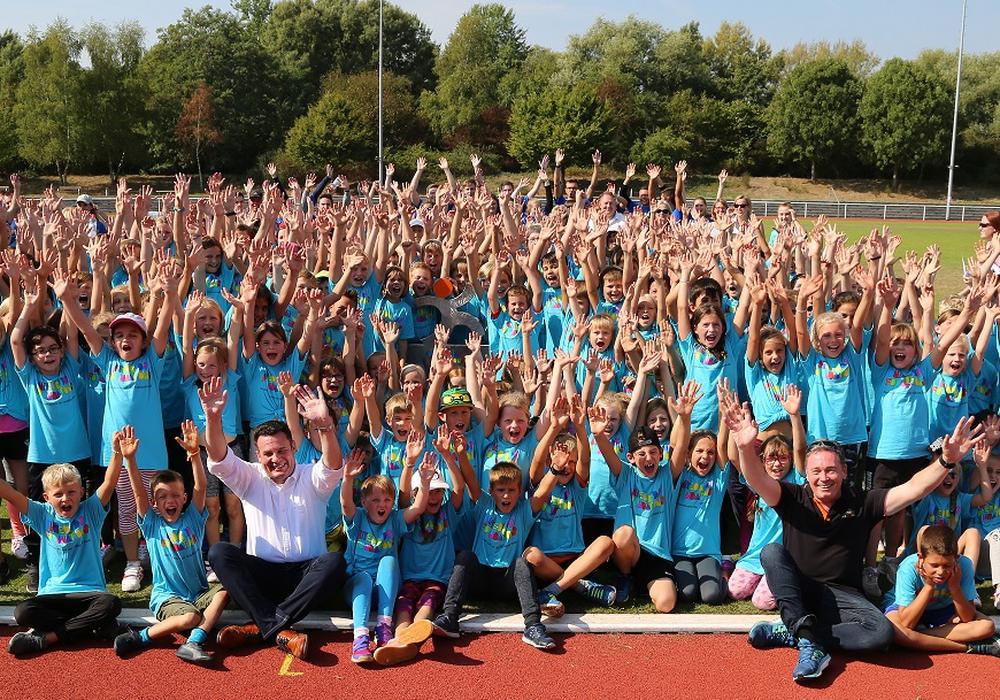 15 fit4future-Schulen mit jeweils 20 Schülern nahmen an dem Bewegungsfestival teil. Foto: Volksbank BraWo Stiftung