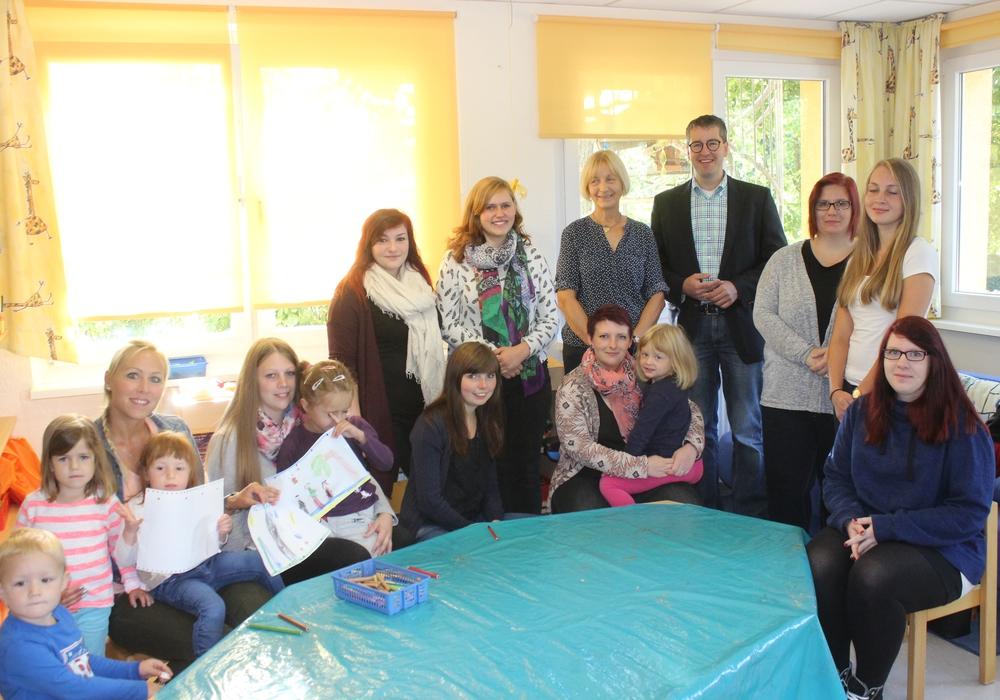 Oberbürgermeister Dr. Oliver Junk empfing die acht neuen Erzieherinnen in  Vienenburg gemeinsam mit Karin Jünke und Kita-Leiterin Sabrina Röttger. Fotos: Anke Donner