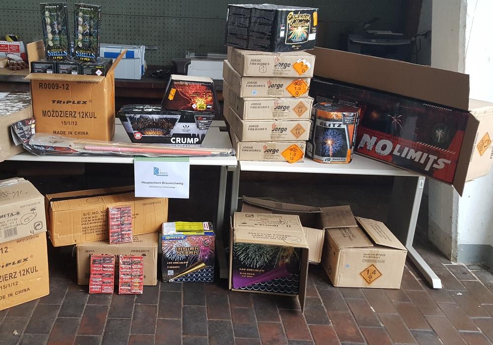 275 Kilogramm illegale Pyrotechnik wurden durch den Zoll sichergestellt. Foto: ZOLL