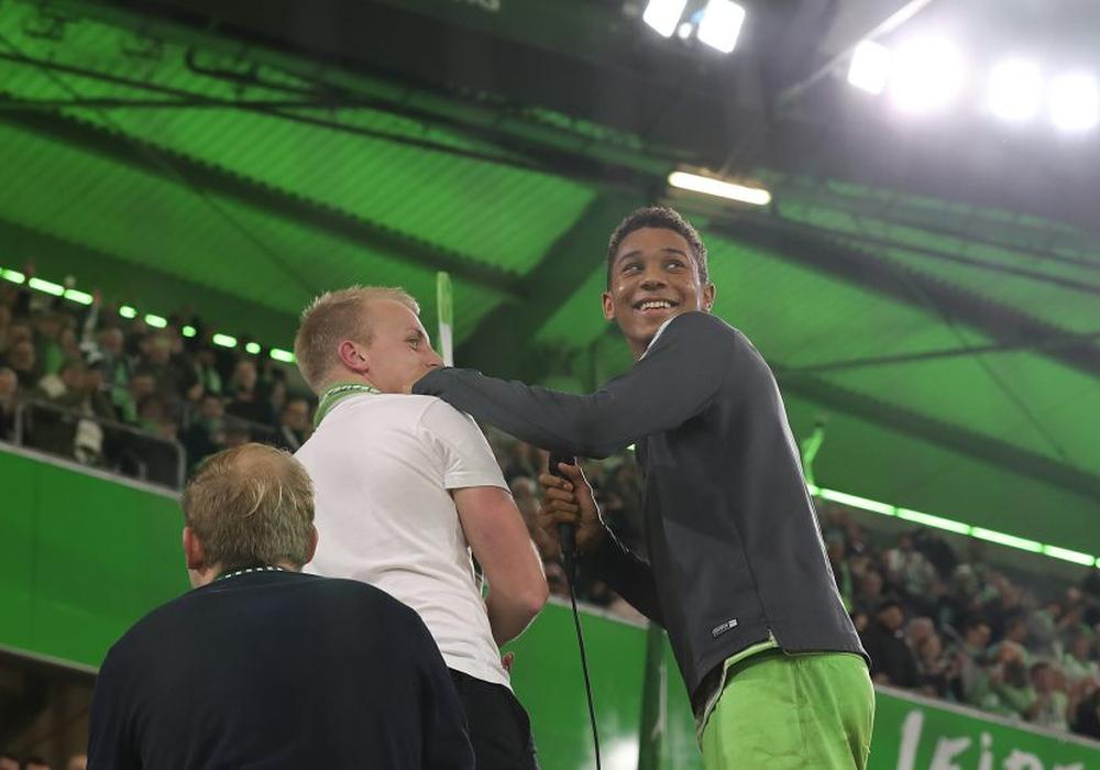 Publikumsliebling? Matchwinner Felix Uduokhai lässt sich feiern. Fotos: Agentur Hübner