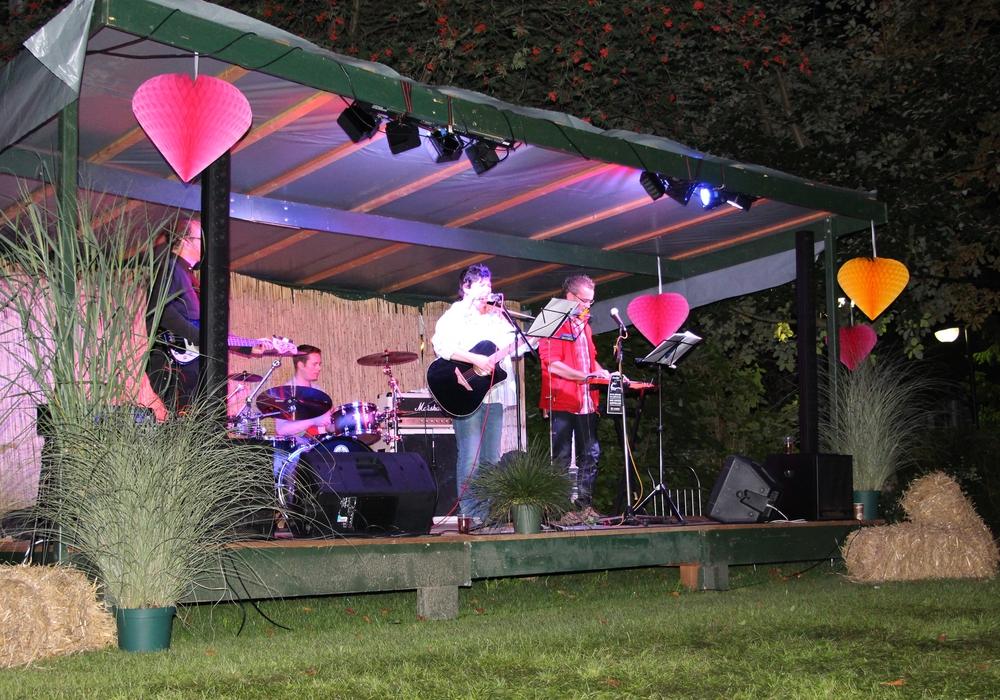 """Die """"FontasTick 4"""" bei ihrem Auftritt im letzten Jahr. Foto: Klinik Dr. Fontheim"""