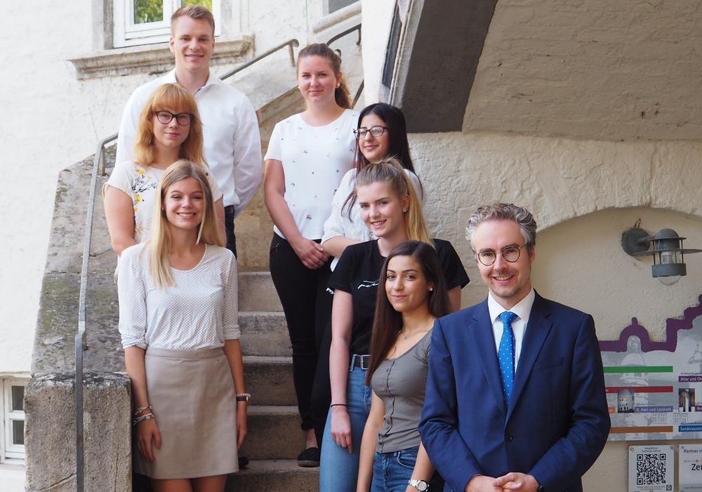 Der Landkreis Gifhorn stellt zum 1. August sieben Nachwuchskräfte ein, die ihre Ausbildung im öffentlichen Dienst durchlaufen werden. Foto: Landkreis Gifhorn