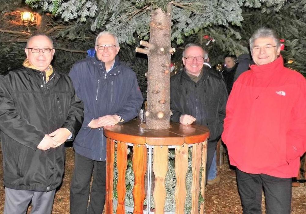 Der CDA-Kreisverband Wolfenbüttel ließ das Jahr 2017 mit einem Weihnachtsmarktbesuch ausklingen. Dabei waren (v. l.) Andreas Meißler, Klaus Hantelmann, Michael Hartig und Herbert Theissen. Foto: CDA