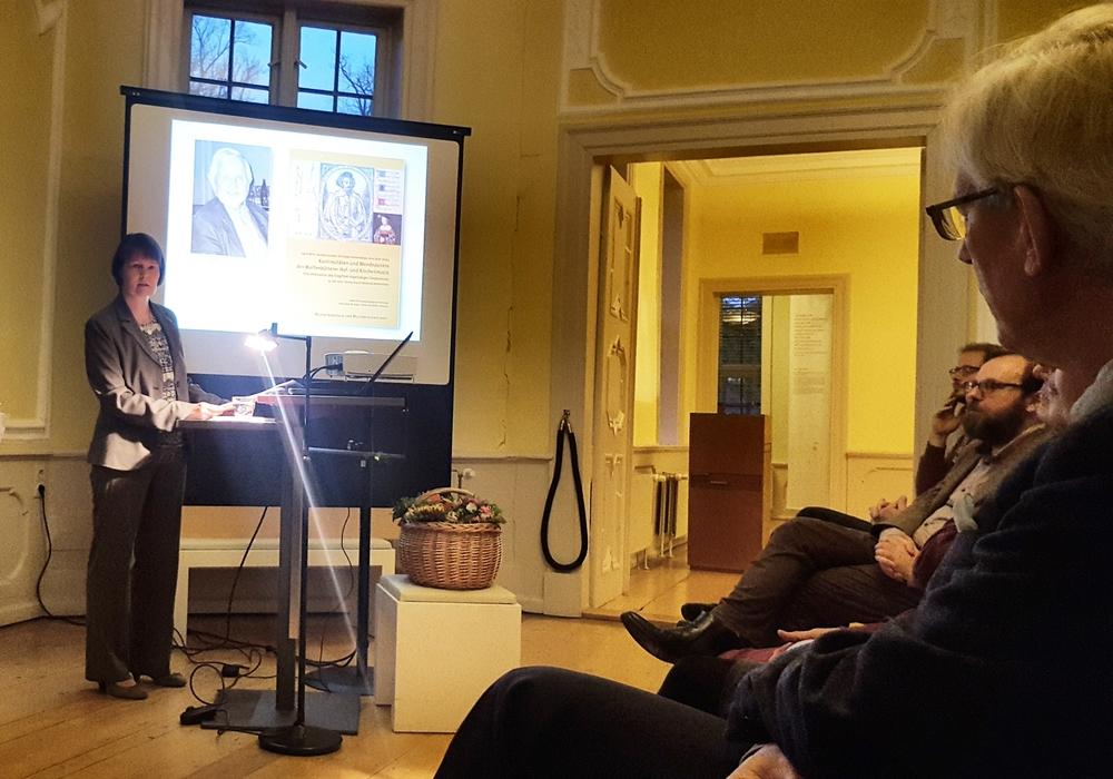 Im Lessinghaus wurde ein neues Buch zur Wolfenbütteler Hof- und Kirchenmusik vorgestellt. Dr. Sigrid Wirth stellt das neue Hofmusikbuch vor.Fotos: M. Wirth