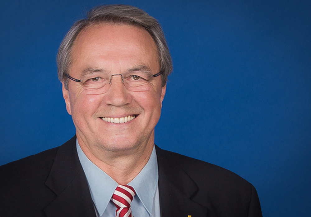 Reinhard Manlik äußerst sich zum Entwurf des neuen Lilienthalplatzes. Foto: CDU