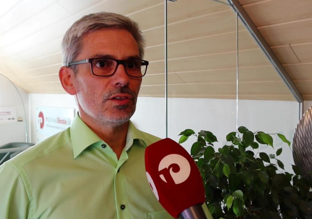 Stefan Brix schaltet sich in die Diskussion ein. Foto: Werner Heise