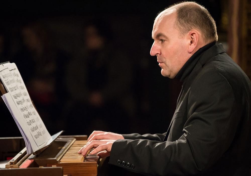 Marek Pilch nimmt die Gäste mit auf eine musikalische Reise durch Orgelkompositionen verschiedener Epochen. Foto: Archiwum Artysty