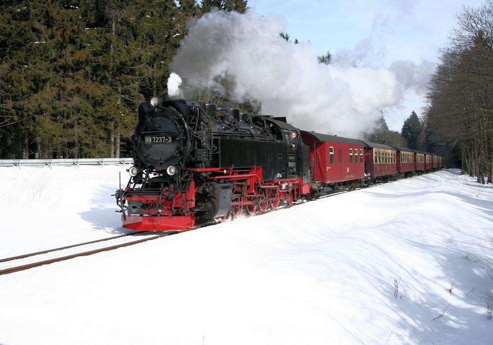 Dampfzug der Brockenbahn vor dem Bahnhof Drei Annen Hohne. Foto: HSB