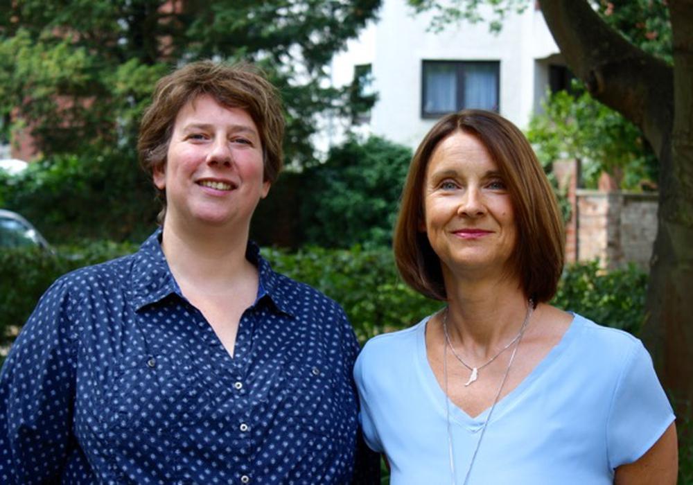 Neue und ehemalige Leitung der Lukas-Werk Fachambulanz Wolfenbüttel - Katrin Vosshage (links) und Simone Wieczorek. Foto: Evangelische Stiftung Neuerkerode