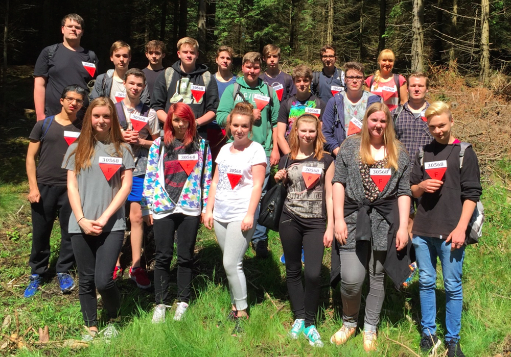 Die Schülerinnen und Schüler der Adolf-Grimme-Gesamtschule auf den Spuren von Andre Mouton und seinen Mitgefangenen. Foto: Privat