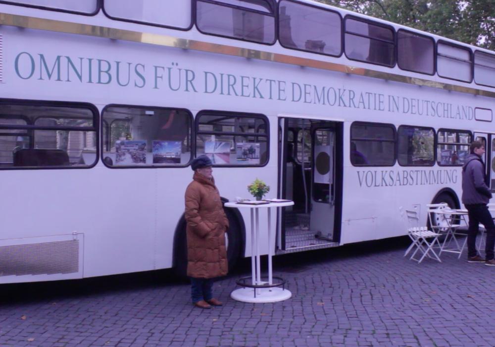 Der Omnibus der direkten Demokratie ist von Mittwoch bis Freitag in Braunschweig zu Gast. Foto/Video: Anke Donner