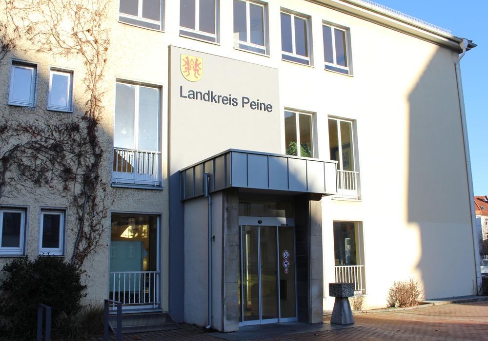 Das Kreishaus in Peine. Der Landkreis geht nicht mit PETA konform. Foto: Frederick Becker