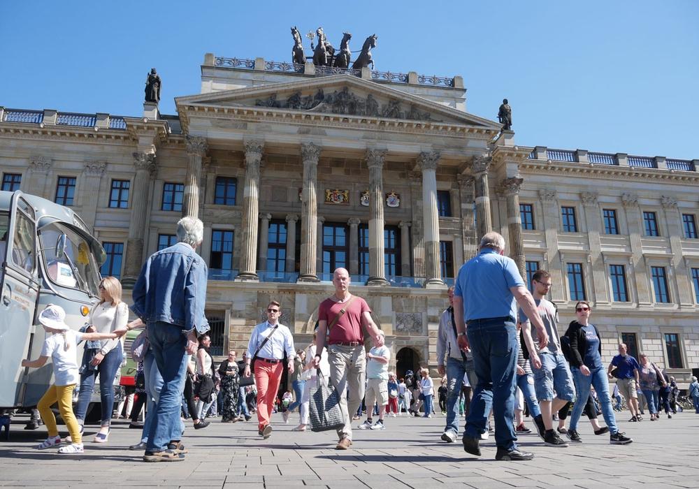 In Braunschweig sind nicht nur die Geschäfte Sonntag offen. Es präsentieren sich auch allerhand Trendsportarten. Foto: Alexander Panknin