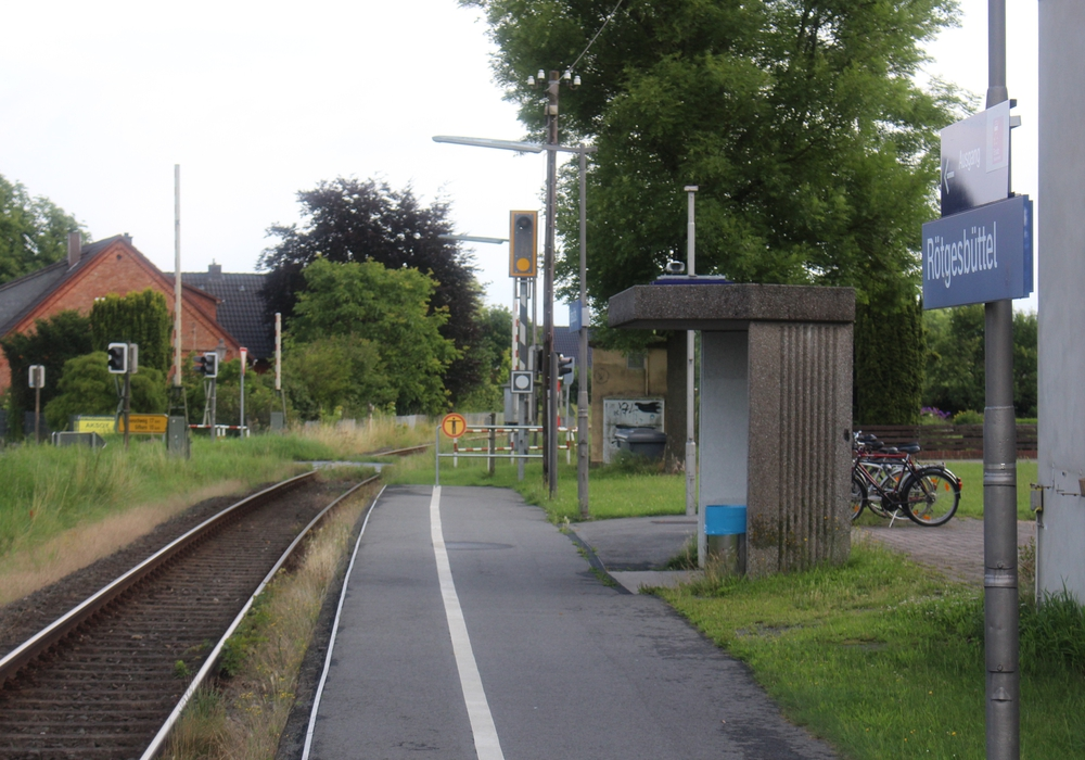 Das hier am Bahnhof Rötgesbüttel ein Ausweichgleis geschaffen werden müsse, ist schon lange im Gespräch. Foto: Sandra Zecchino
