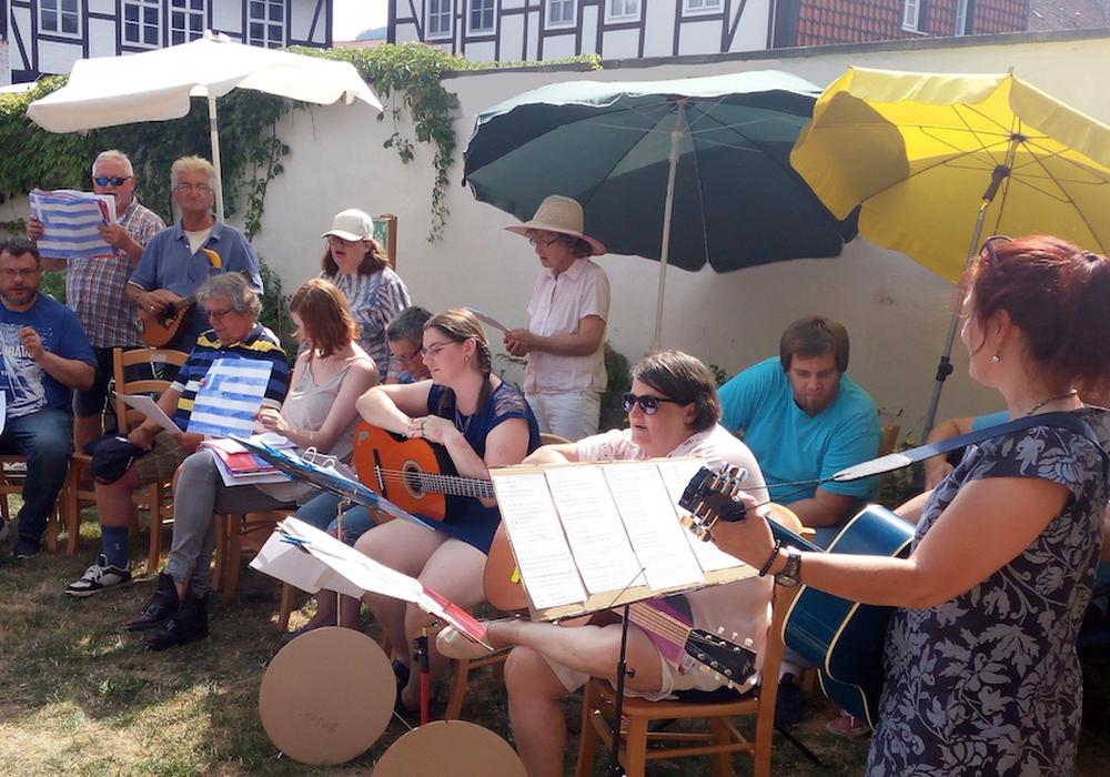 Die Musikgruppe unterhielt die Besucher des Sommerfestes der Diakonischen Dienste beraten & begleiten. Fotos: privat