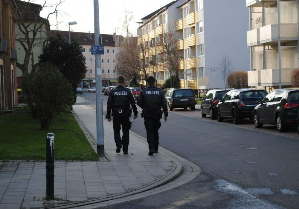 Alkoholisierte Gruppe liefert sich mit der Polizei eine Verfolgungsjagd. Symbolbild: Robert Braumann