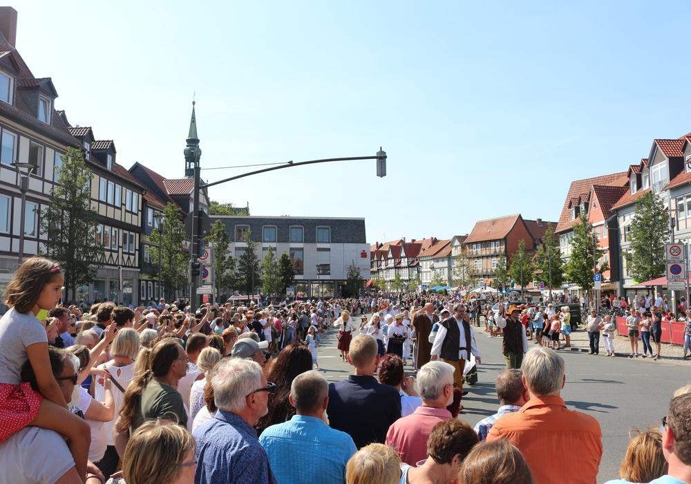 Am Sonntag ging das Altstadtfest mit einem großen Umzug zu Ende. Fotos: Anke Donner