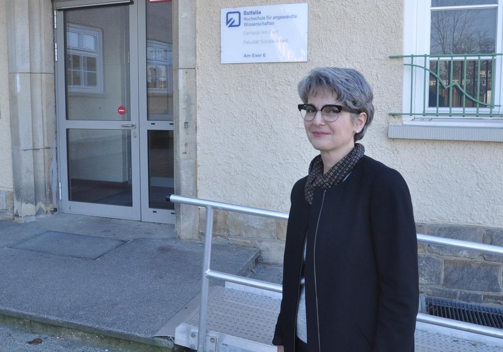 Camelia Müller ist derzeit WoBau-Stipendiatin und studiert an der Fakultät Soziale Arbeit der Ostfalia. Foto: WoBau