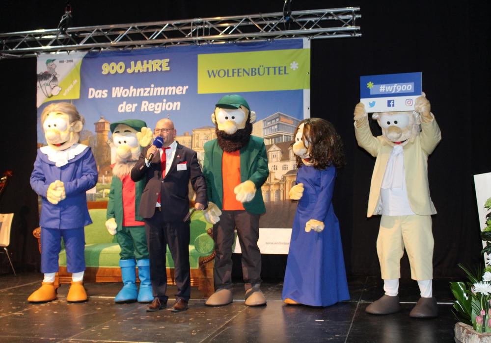 Marc Angerstein präsentierte beim Jahresempfang im März 2018 die lebendigen Figuren aus dem 900 Jahre Wolfenbüttel Comic. Foto: Anke Donner