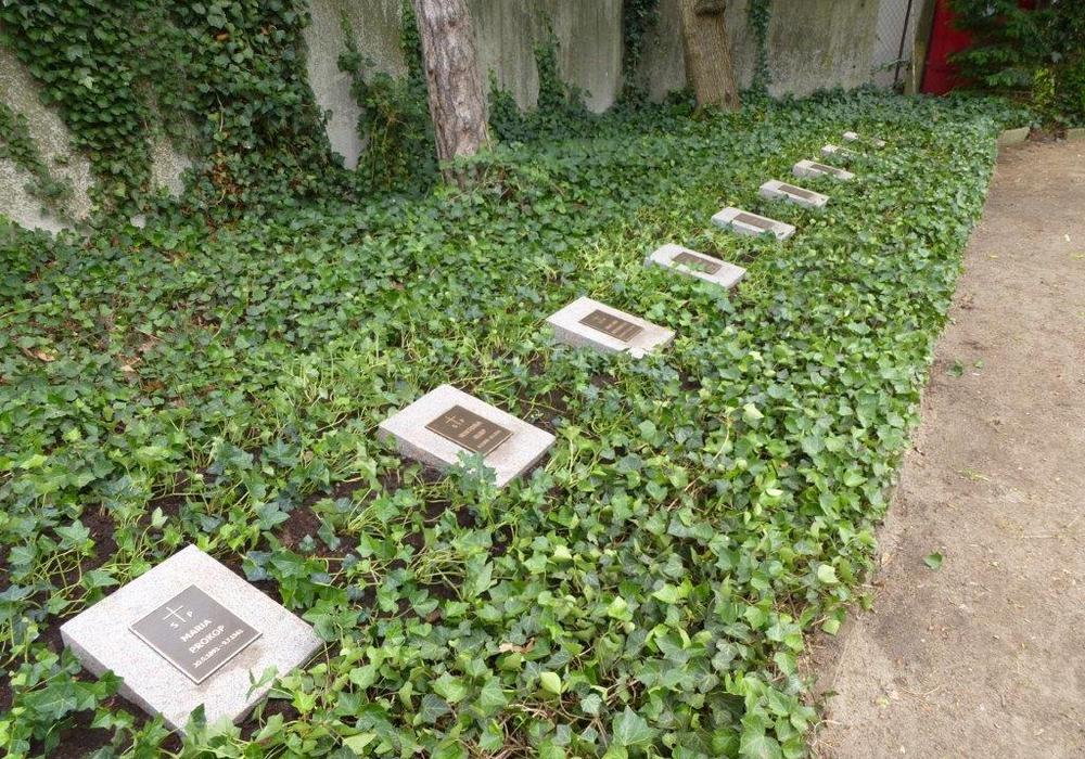 Die Gräber wurden aufgearbeitet und instand gesetzt. Foto: Stadt Wolfsburg