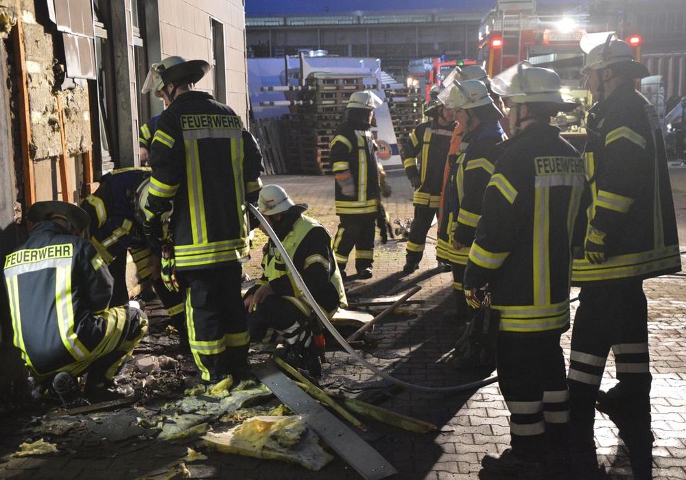 Die Einsatzkräfte beim Brand in der Brauerei. Fotos: Feuerwehr