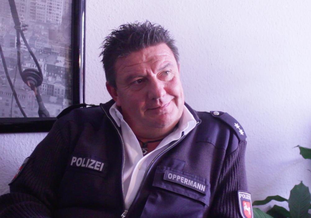 Frank Oppermann, Pressesprecher der Polizei Wolfenbüttel klärt noch einmal zum Enkeltrick auf. Video: Anke Donner